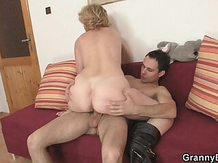 Old bitch jumps on young cock