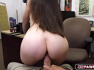 Gorgeous chick spread legs to get fucked