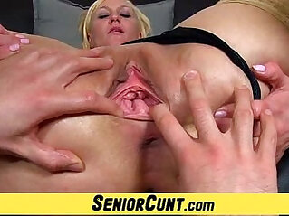 Euro milf gets pussy flexing show on close ups