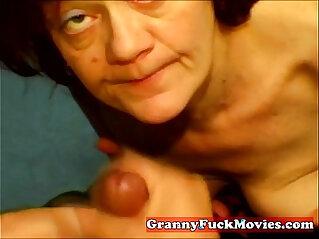 Amateur granny slut does POV