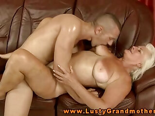 Amateur mature gets fucked