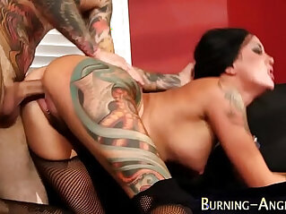 Tattooed babe in stockings gets her pussy fucked