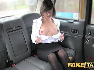 Fake taxi Driver enjoys good arse rimming