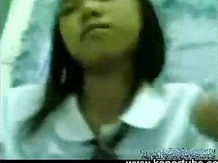 Estudyante Iniyot Habang walang tao sa Bahay
