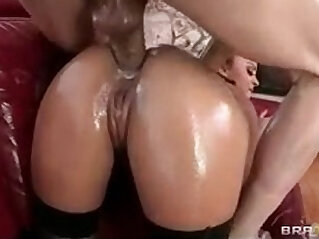 Liza Del Sierra massaged oiled up for anal